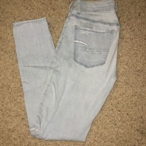 Light wash ripped American Eagle skinny jeans